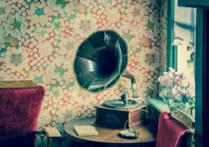 vinyl-record-player-retro-594388.jpeg